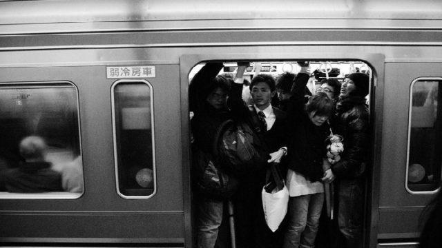 通勤、満員電車