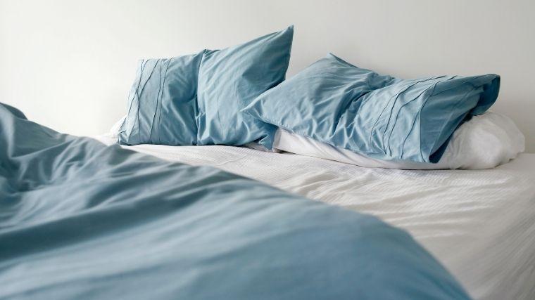 ベッド、布団、毛布