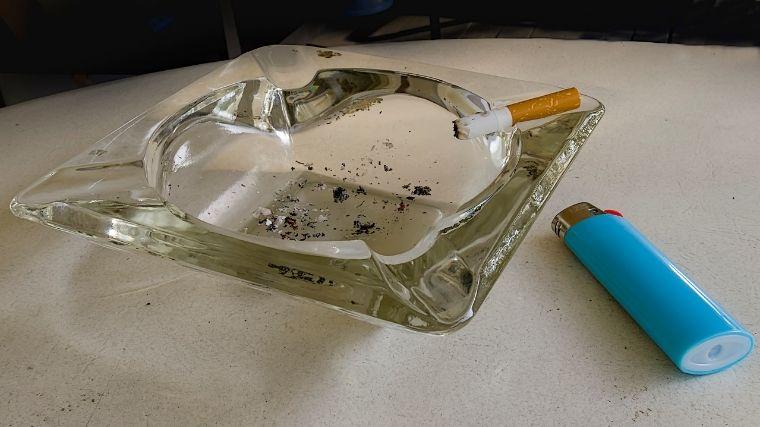 灰皿、ライター、タバコ、喫煙、